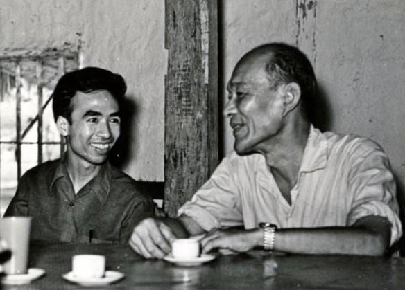 GS. Lương Định Của (phải) và GS. Bùi Trọng Liễu (trái) tại Viện Cây Lương thực và Cây Thực phẩm năm 1970 (ảnh trong sách Học gần học xa -  Bùi Trọng Liễu)